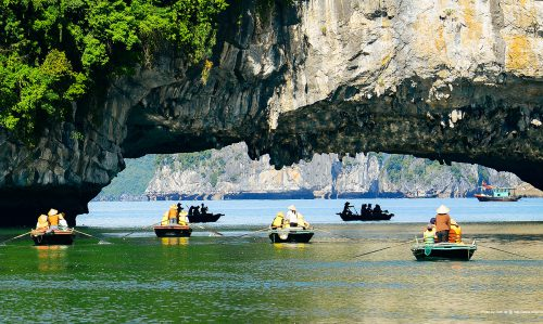 Rowing_boat_cruise_halong1-min