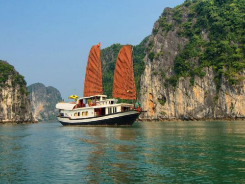 Halong-bay-cruise-Prince-junk
