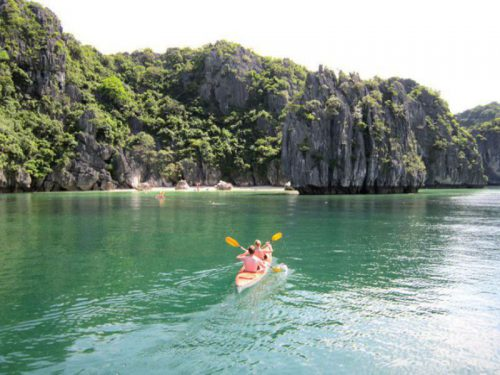 legacy-cruise-halong-bay-cruise-Kayaking1
