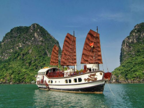 princess-junk-cruise-halong-bay-brivate-cruise-overview1