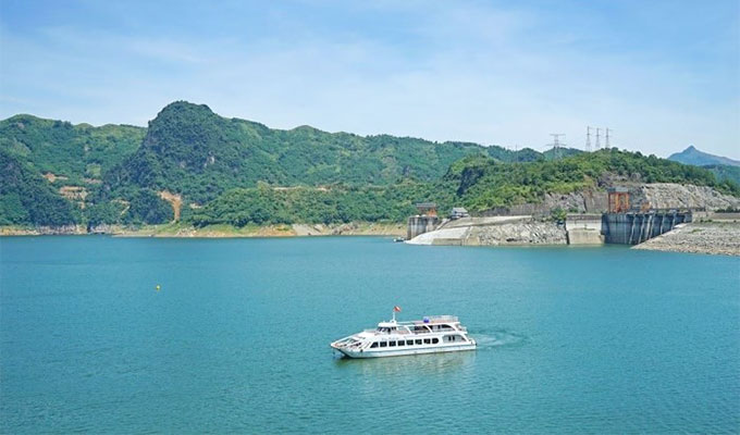 Spiritual tour by cruise ship launched in Hoa Binh - Vietnam discovery Travel
